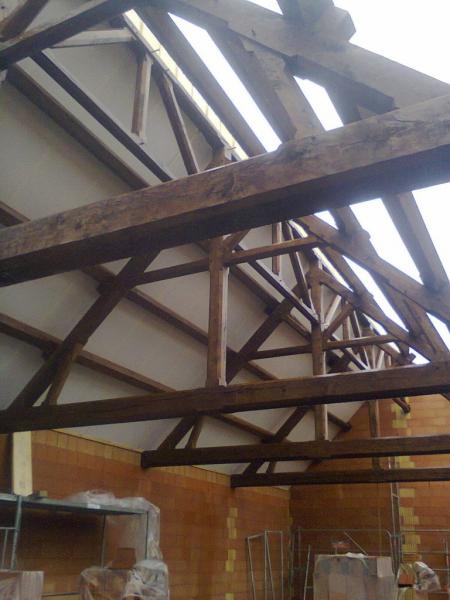 La nouvelle toiture est posée sur la grange